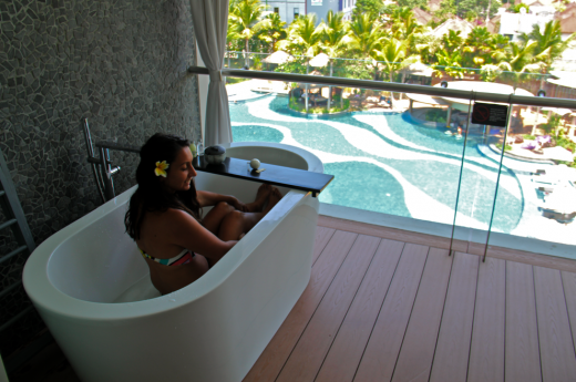 Have you ever had a bathtub on your balcony?